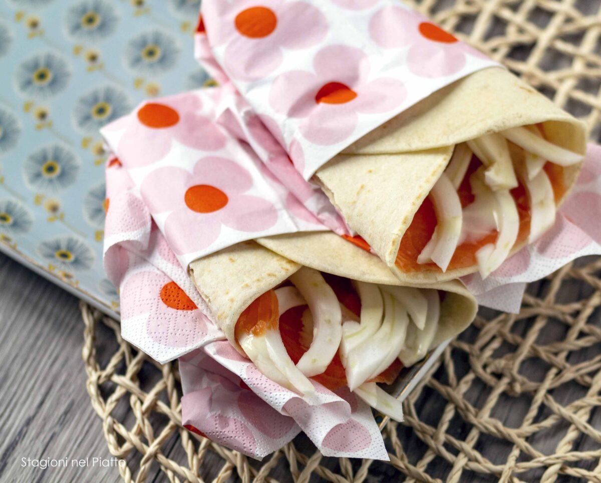 piadina con salmone finocchi salsa agrumi stagioni nel piatto
