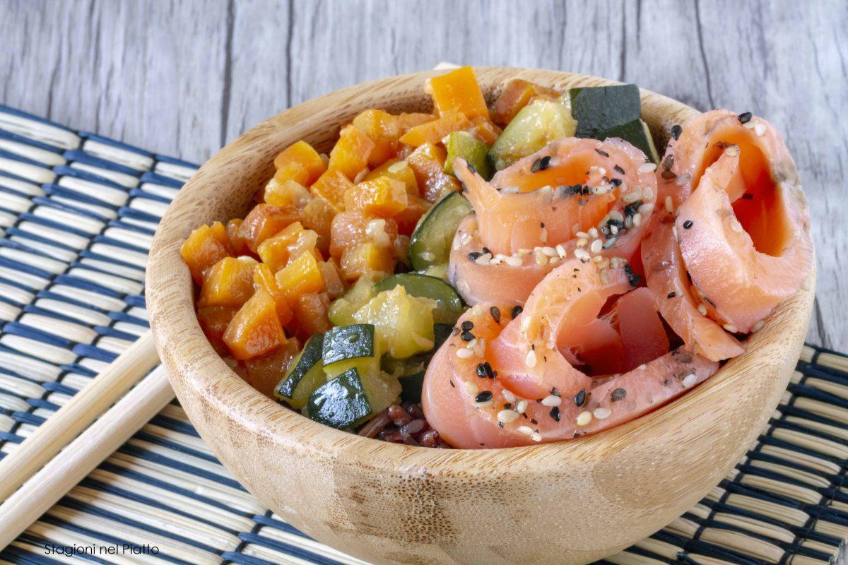 riso rosso con salmone e verdure caramellate