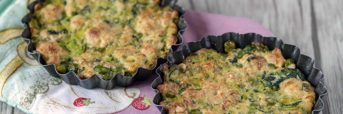 Tortine di pane con zucchine e piselli