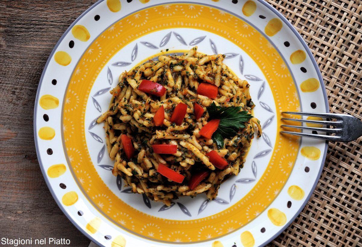 pasta fredda con salsa di verdure grigliate