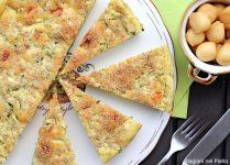 torta salata con zucchine, scamorza affumicata e sesamo