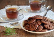 biscotti al cacao e rosmarino