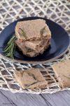 biscotti salati al rosmarino stagioni nel piatto